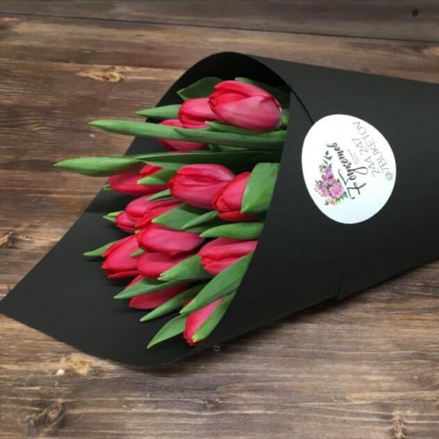 Рожок тюльпанов в дизайнерском картоне