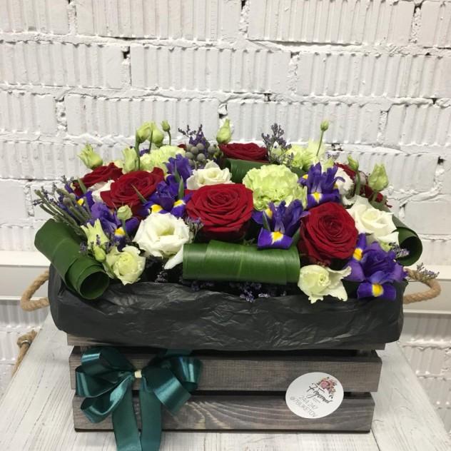 Яркий цветочный ящик
